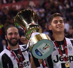 Gonzalo Higuaín, Mauro Dybala y la tercera copa al hilo para la Vecchia Signora