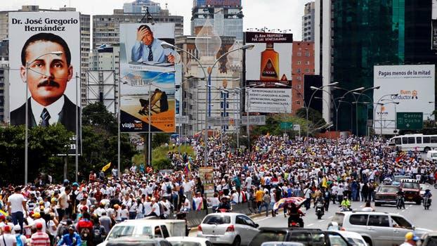 Miles de opositores se concentran en Caracas para pedir revocatorio. Foto: Reuters / Christian Veron