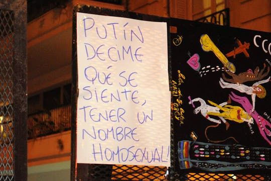 En la visita del presidente Vladimir Putin a la Argentina el activismo LGBT se movilizó en su contra. Foto: Facebook/guillermo.djlaz