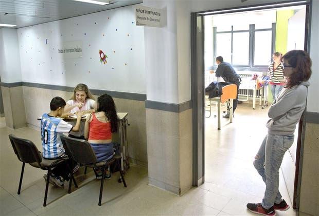 En el Servicio de Pediatría del hospital Fernández, los pacientes pueden aprender como en la escuela
