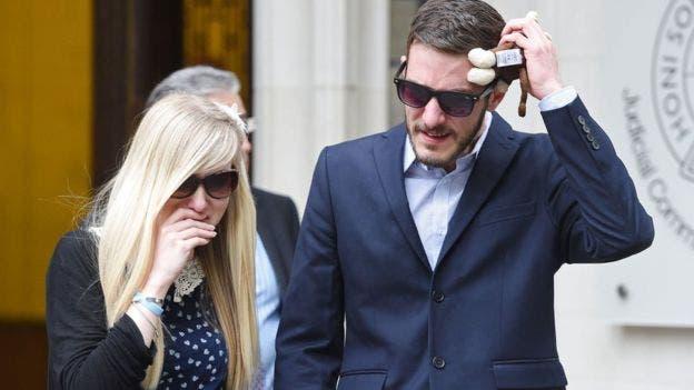 Tras perder la última instancia judicial, Connie Yates y Chris Gard salieron devastados de los tribunales.