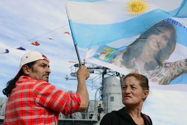 Militantes kirchneristas acompañaron a la Presidenta en el acto principal por la llegada de la Fragata Libertad en Mar del Plata