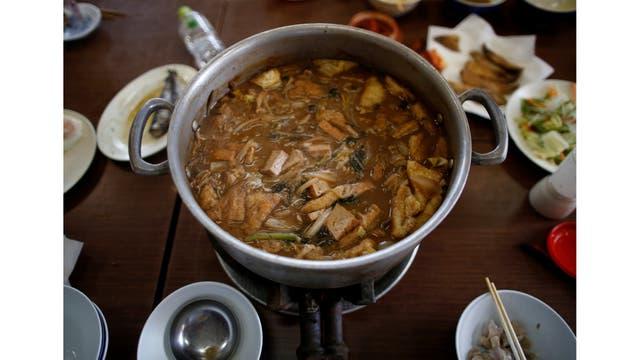 """""""Chanko nabe"""" un plato asociado con los luchadores de sumo."""