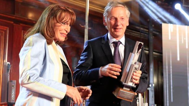 Marcelo Longobardi recibe su premio