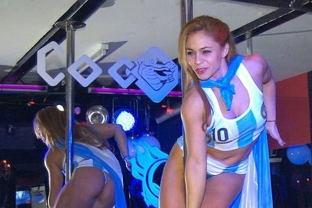 Una stripper en el tradicional local de Buenos Aires