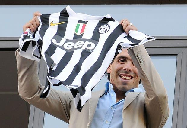 Carlos Tevez llegó a Turín para transformarse en nuevo jugador de Juventus.  Foto:EFE