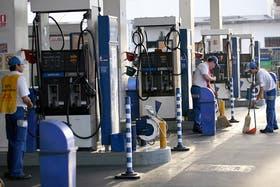 Planean un aumento en la nafta en Buenos Aires