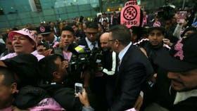 Gran cantidad de hinchas de Sport Boys acudieron al aeropuerto para recibir a Jorge Sampaoli