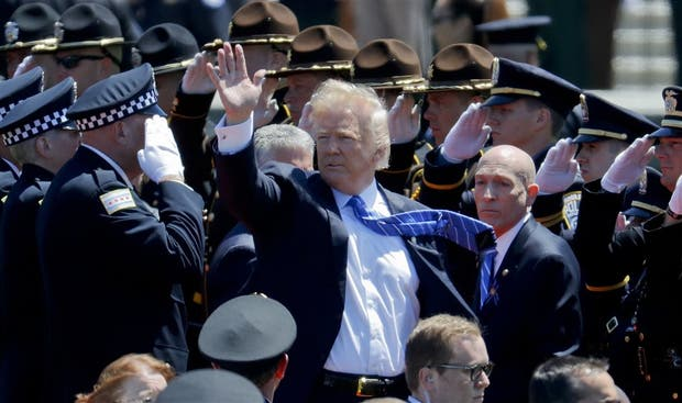 Trump, ayer, durante un encuentro con fuerzas policiales en Washington