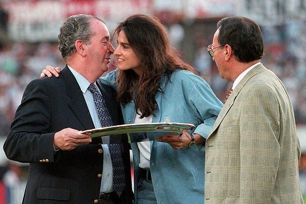 El dia que la AFA le entregó el premio a la trayectoria a Gabriela Sabattini el 15 de diciembre de 1996.  Foto:Archivo