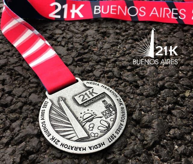 La medalla que cada corredor que finalice los 21k se llevará