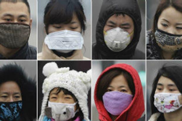 Diferentes colores y formas recorren las mascarillas en Pekín en un intento de modernizar los productos anti-polución, cada vez más utilizados en las grandes ciudades chinas