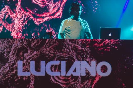 Luciano, el dj estrella de la noche.