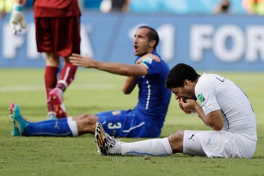 La mordida de Suárez. Foto: AP