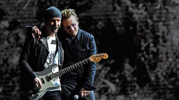 'Bono', vocalista de U2, asistió a misa en Bogotá