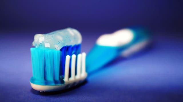 Cepillarse los dientes es fundamental para la buena salud de las encías