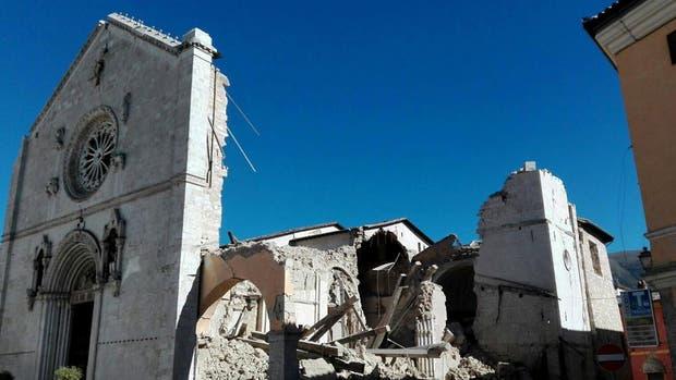 La basílica de San Benito, destruída por el terremoto