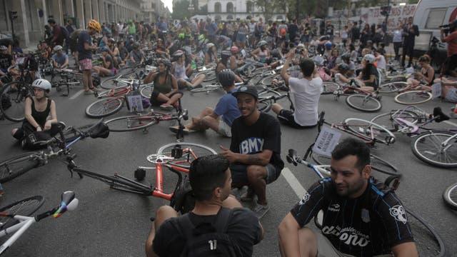 Los ciclistas marcharon desde el Congreso a Plaza de Mayo