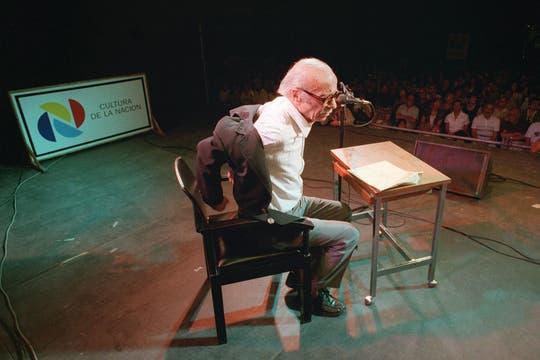 En 1997 con Eduardo Falú, brindó un espectáculo en la explanada de la Biblioteca Nacional. Foto: Archivo