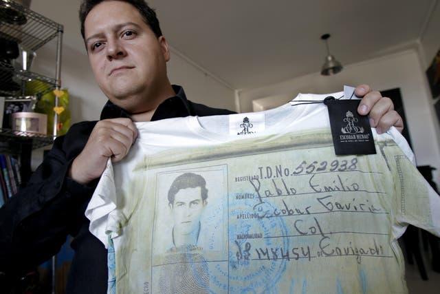 Las remeras muestran estampas con documentos y fotos del famoso narcotraficante
