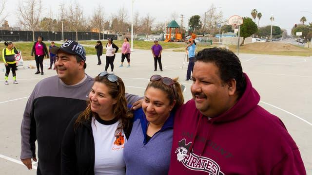 Decenas de residentes de Lynwood, en California, aceptaron ayer el reto de esta ciudad para bajar de peso