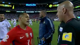 """""""Lo echaste a Aránguiz también"""", le grita Augusto Fernández al árbitro. Al final, otra perlita"""