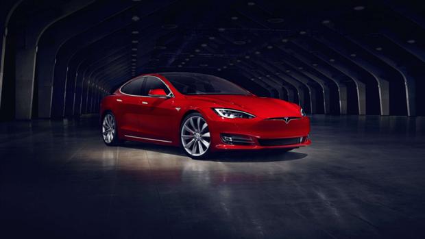 El Tesla S, el auto que conducía Brown con el piloto automático
