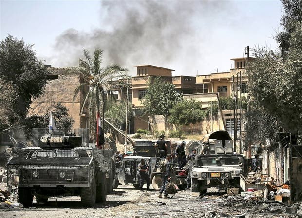 Las tropas iraquíes, ayer, en su avance sobre posiciones de Estado Islámico en Mosul