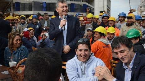 Macri se mostró ayer con su candidato a senador Esteban Bullrich en la Villa Olímpica, en Soldati