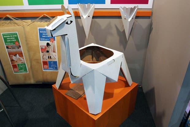 Los juguetes de cartón para armar, de Karton Karton.  /Matías Aimar