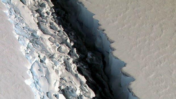 La Nasa fotografió una grieta masiva en la península antártica