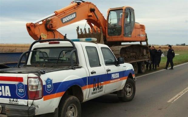 Oficiales de Trenque Lauquen se presentaron ayer en la ruta 188 para evitar obras no autorizadas