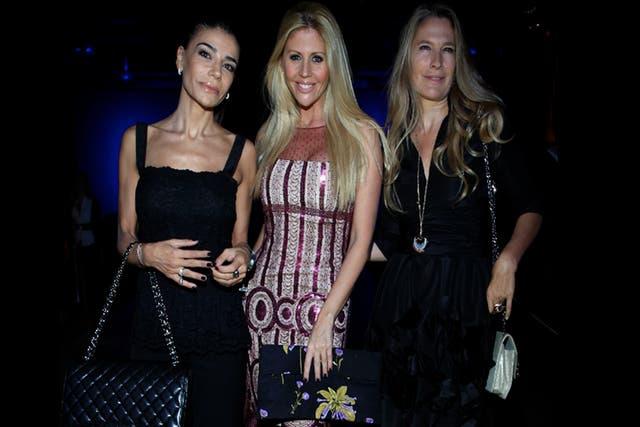 Zulemita Menem junto a Barbie Simons y Anita Rusconi posaron para los fotógrafos