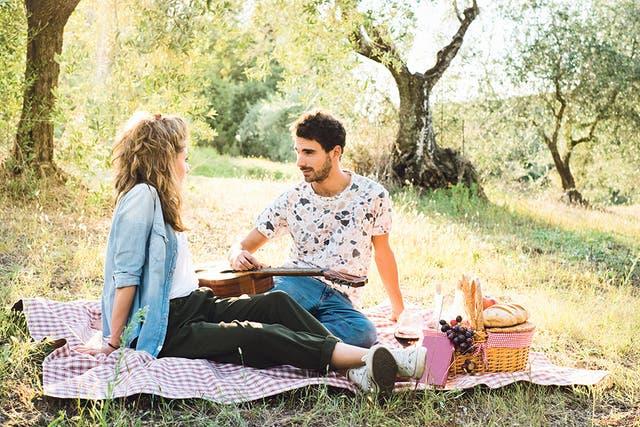 Un picnic también puede ser una variante romántica y distinta