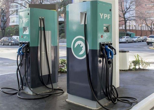 Poste de recarga que la petrolera estatal instaló en ACA de palermo
