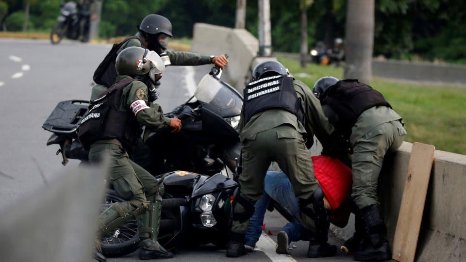 Hay miles de detenidos. Foto: Reuters / Carlos Garcia Rawlins