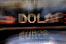 El dólar blue sigue en baja y el oficial sube, luego de que el Gobierno endureciera el cepo cambiario