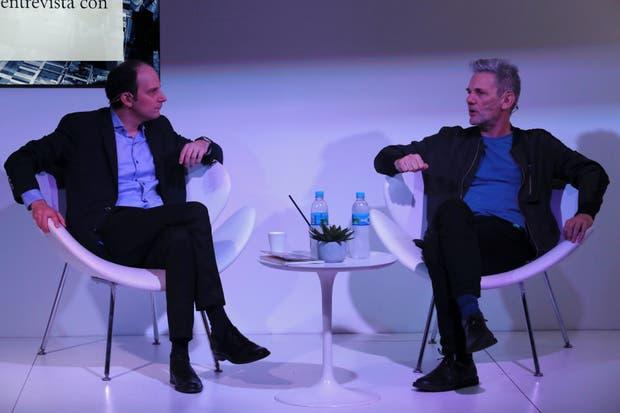 Pablo Gianera entrevistó ayer a Pauls en el stand de LA NACION de la Feria Internacional del Libro