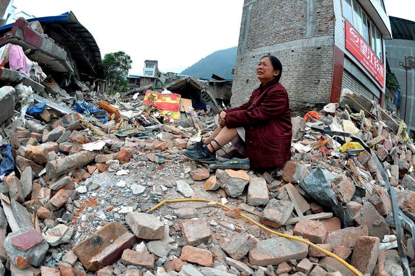 El peor terremoto en China en tres años dejó al menos 160 muertos y más de 5700 heridos. Foto: AP