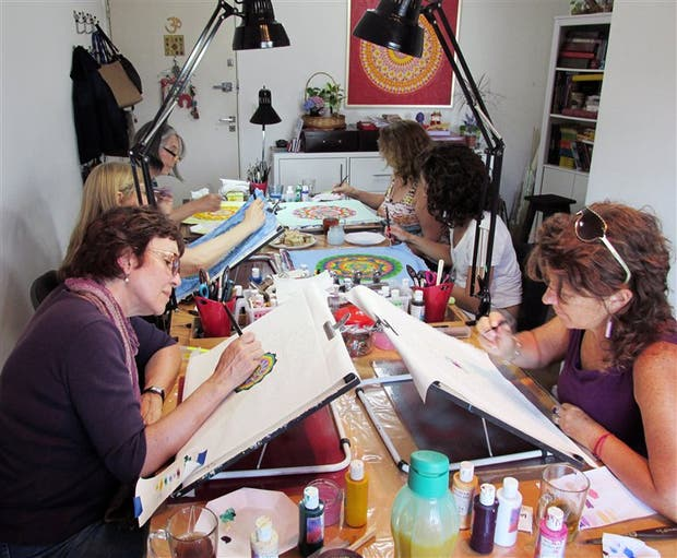 Uno de los talleres antiestrés dictado por Laura Podio