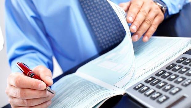 Analizan reducir gradualmente la alícuota del impuesto a los débitos y créditos en cuentas corrientes bancarias hasta su eliminación