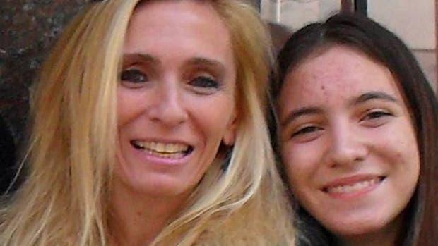 Ángeles Rawson junto a su mamá