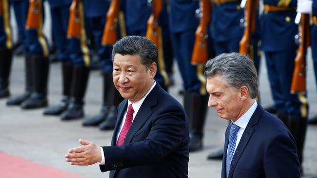 Mauricio Macri cena con Xi Jinping se dirigen al Salón Dorado del Palacio del Pueblo. Foto: Reuters