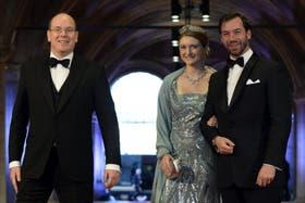 Alberto de Mónaco y los grandes duques Guillermo y Stéphanie de Luxemburgo