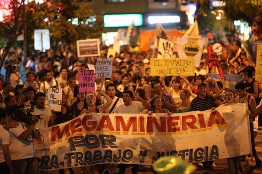 Marcharon desde Famatina, en rechazo al proyecto minero a cielo abierto. Foto: LA NACION / Maxie Amena