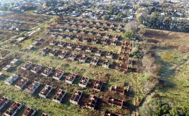 El barrio La Perla, en Moreno, a la vista de un dron enviado por la Secretaría de Vivienda