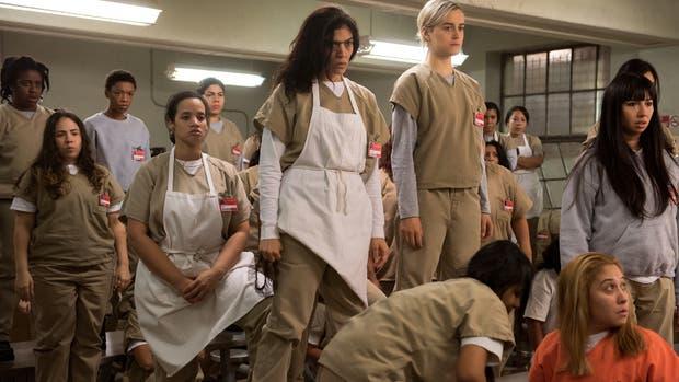 Piper Chapman (der.) en una de las escenas más fuertes de la cuarta temporada