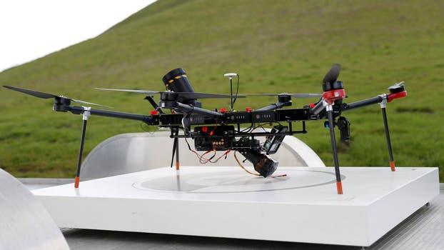 Interceptor es un drone que funciona de forma autónoma, captura otros vehículos aéreos y los trae a la base con una red. Foto: Reuters
