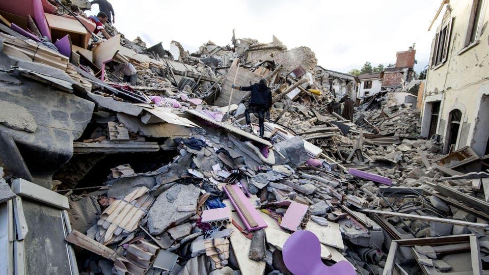 Los pueblos afectados quedaron reducidos a escombros. Foto: AP / Massimo Percossi