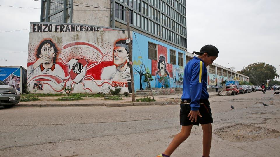 Las paredes llenas de grafitis. Foto: LA NACION / Fabián Marelli